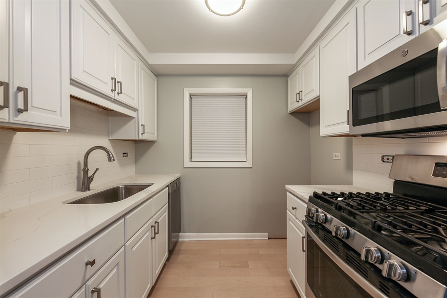 Real Estate Photography - 540 Hinman Ave, Unit 3, Evanston, IL, 60202 - Kitchen