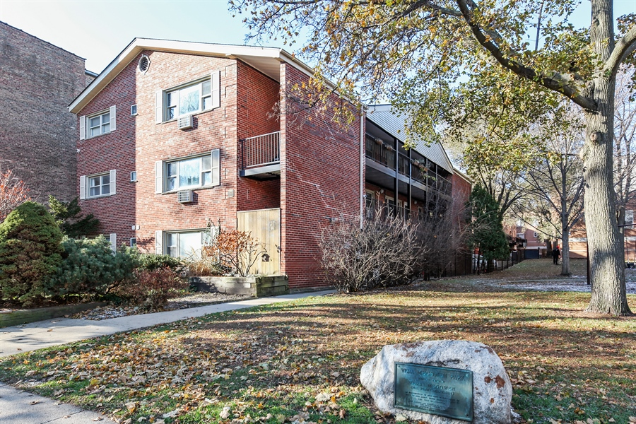 Real Estate Photography - 540 Hinman Ave, Unit 3, Evanston, IL, 60202 - Front View