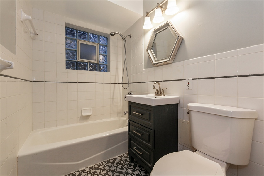 Real Estate Photography - 540 Hinman Ave, Unit 3, Evanston, IL, 60202 - Bathroom