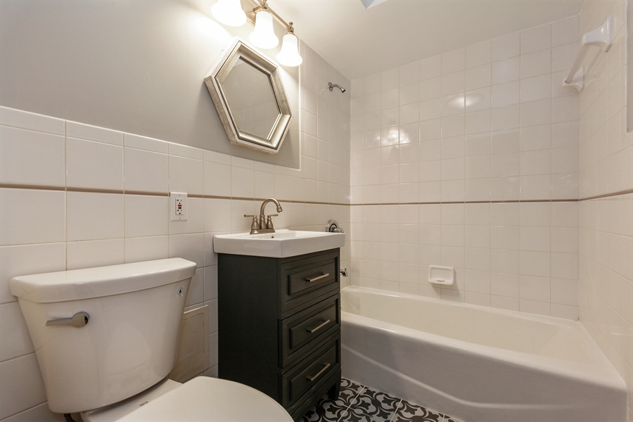 Real Estate Photography - 540 Hinman Ave, Unit 3, Evanston, IL, 60202 - 2nd Bathroom