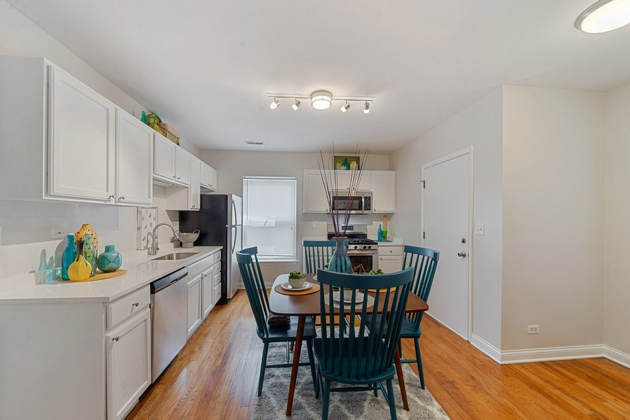 Real Estate Photography - 917 W. Sunnyside Ave., 1-S, Chicago, IL, 60640 - Kitchen
