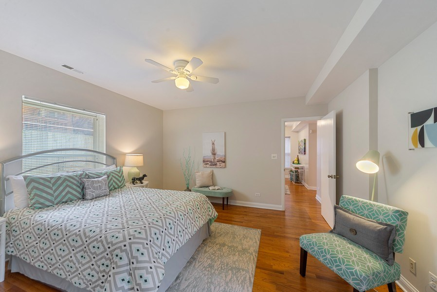 Real Estate Photography - 917 W. Sunnyside Ave., 1-S, Chicago, IL, 60640 - Master Bedroom