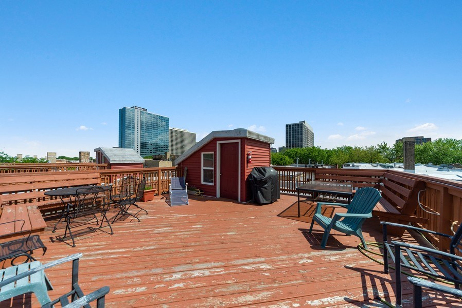 Real Estate Photography - 917 W. Sunnyside Ave., 1-S, Chicago, IL, 60640 - Roof Deck