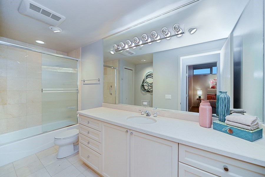 Real Estate Photography - 333 N. Canal, 1804, Chicago, IL, 60606 - Second Bath