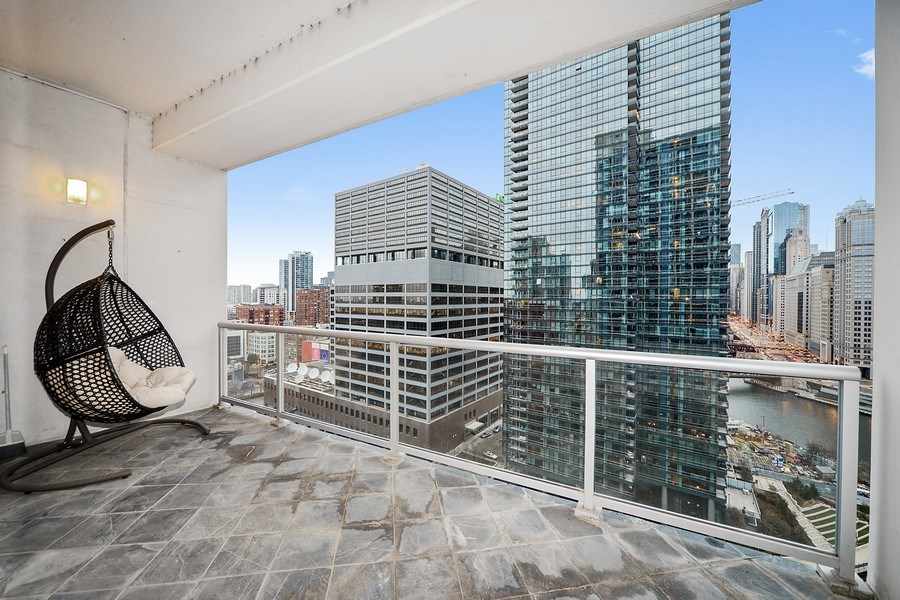 Real Estate Photography - 333 N. Canal, 1804, Chicago, IL, 60606 - Terrace