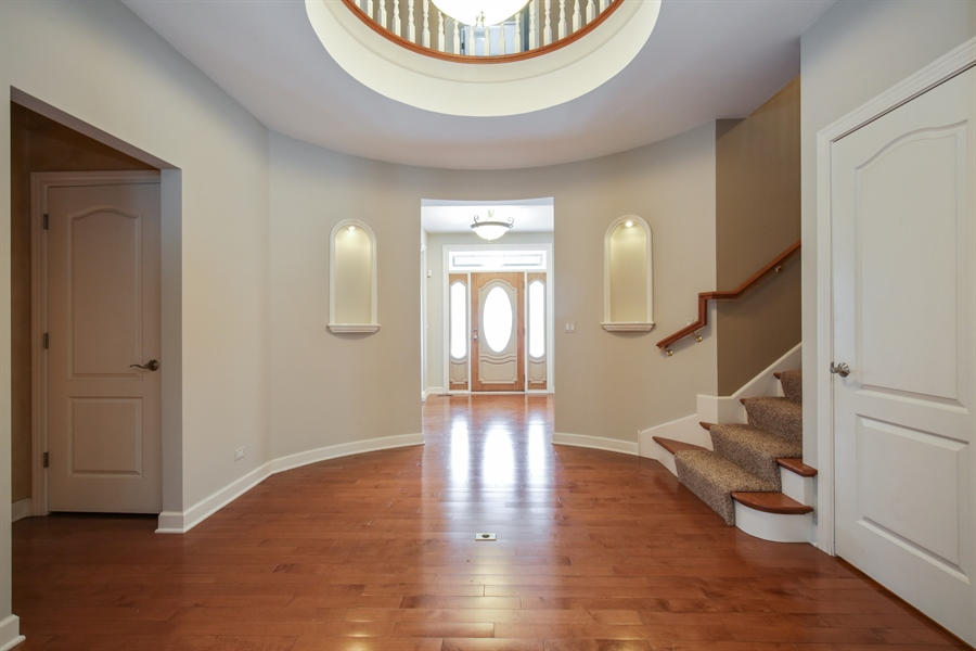 Real Estate Photography - 9050 Underhill Court, Lakewood, IL, 60014 - Foyer