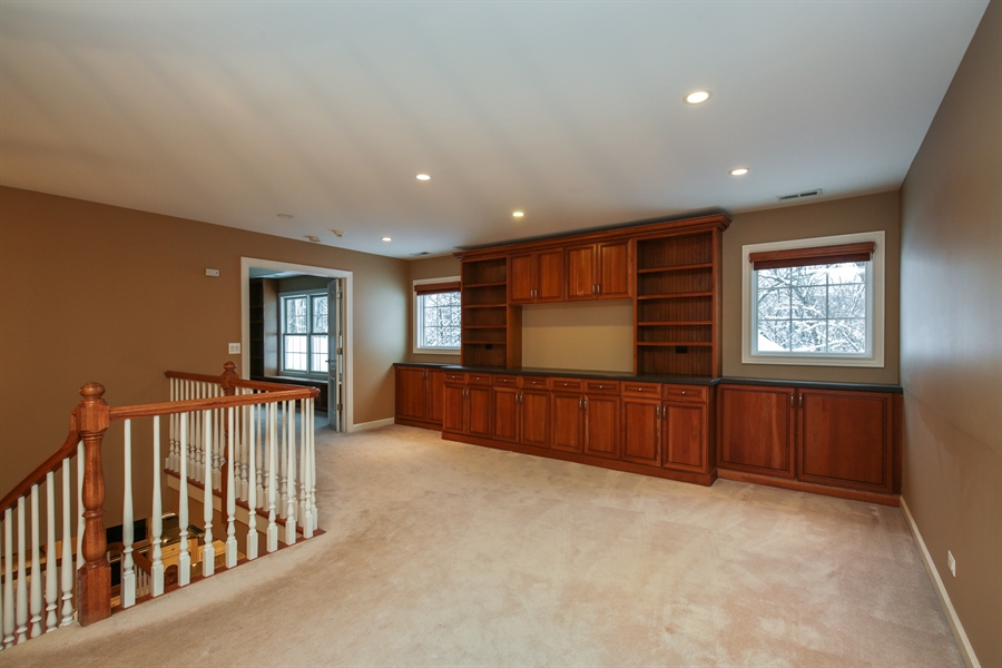 Real Estate Photography - 9050 Underhill Court, Lakewood, IL, 60014 - Loft