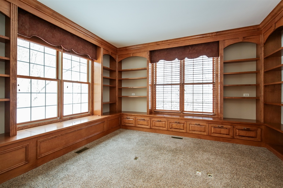 Real Estate Photography - 9050 Underhill Court, Lakewood, IL, 60014 - Office