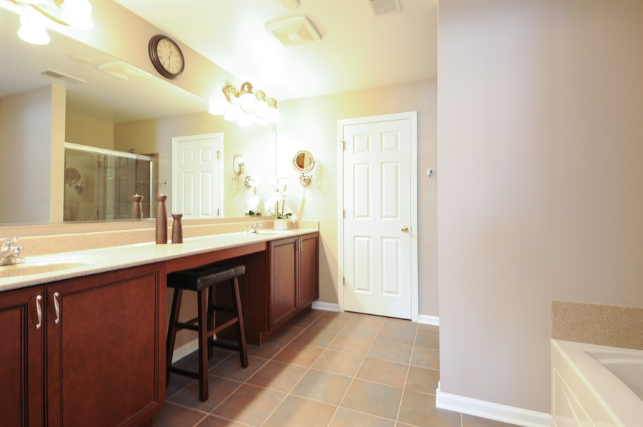 Real Estate Photography - 1942 Crenshaw, Vernon Hills, IL, 60061 - Master Bathroom