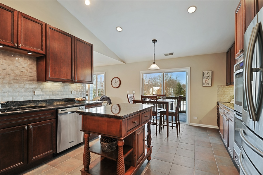 Real Estate Photography - 1942 Crenshaw, Vernon Hills, IL, 60061 - Kitchen / Breakfast Room