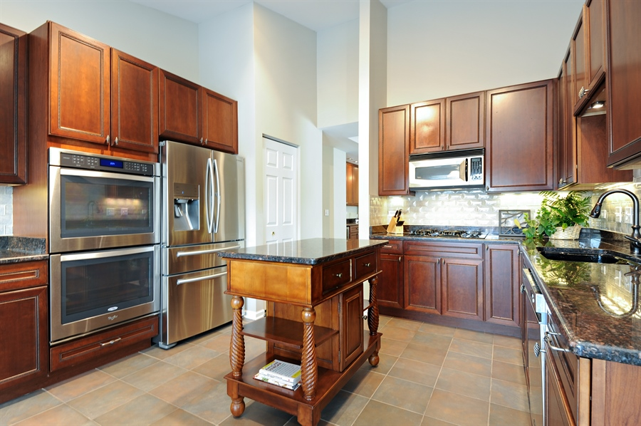 Real Estate Photography - 1942 Crenshaw, Vernon Hills, IL, 60061 - Kitchen
