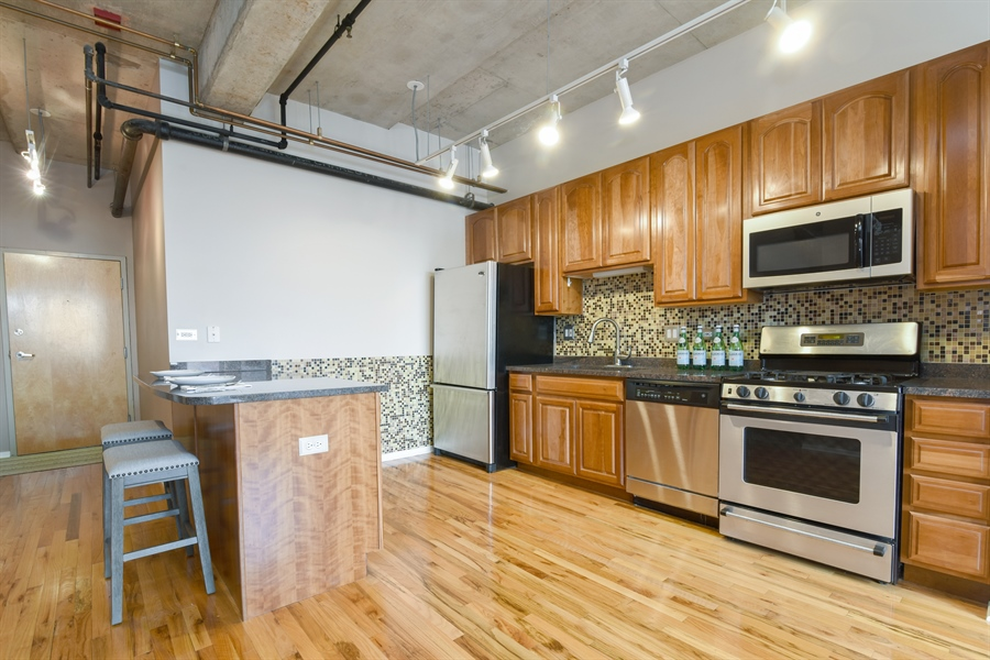 Real Estate Photography - 6 S Laflin, 923, Chicago, IL, 60607 - Kitchen