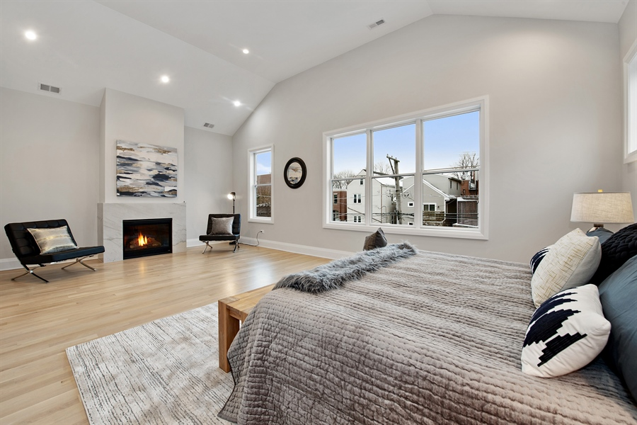 Real Estate Photography - 2615 N Bosworth Ave, Chicago, IL, 60614 - Master Bedroom