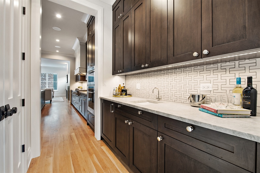 Real Estate Photography - 2615 N Bosworth Ave, Chicago, IL, 60614 - Butler's pantry