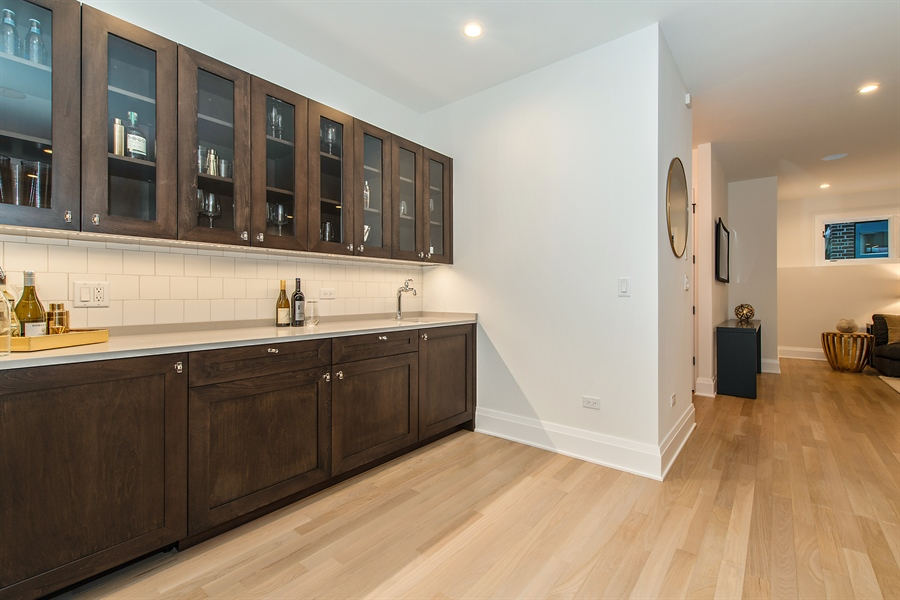 Real Estate Photography - 2615 N Bosworth Ave, Chicago, IL, 60614 - Bar