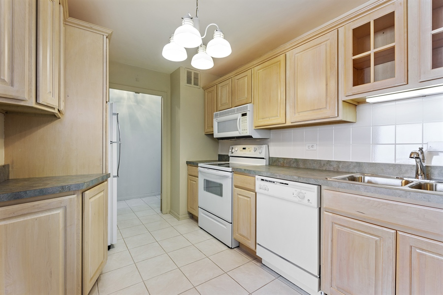 Real Estate Photography - 5455 N Sheridan Rd, 3303, Chicago, IL, 60640 - Kitchen