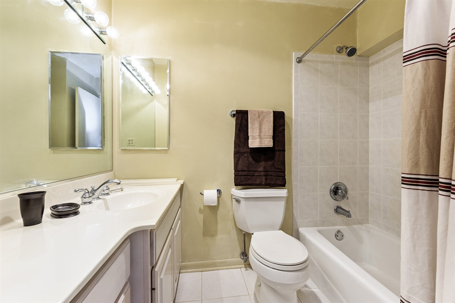 Real Estate Photography - 5455 N Sheridan Rd, 3303, Chicago, IL, 60640 - Bathroom