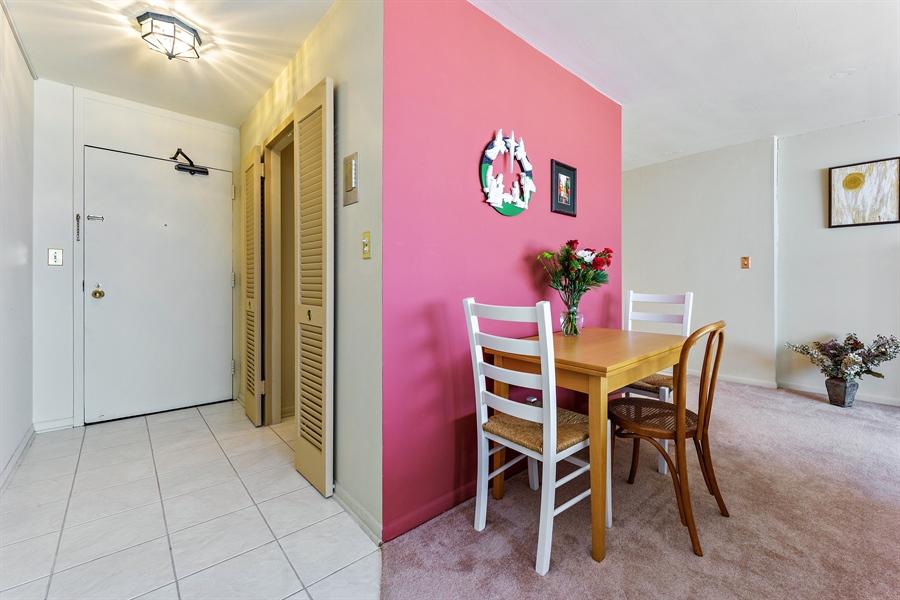 Real Estate Photography - 5455 N Sheridan Rd, 3303, Chicago, IL, 60640 - Entryway