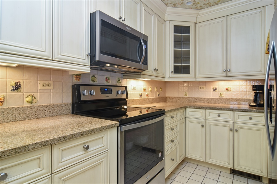 Real Estate Photography - 1413 Shire Circle, Inverness, IL, 60067 - Kitchen