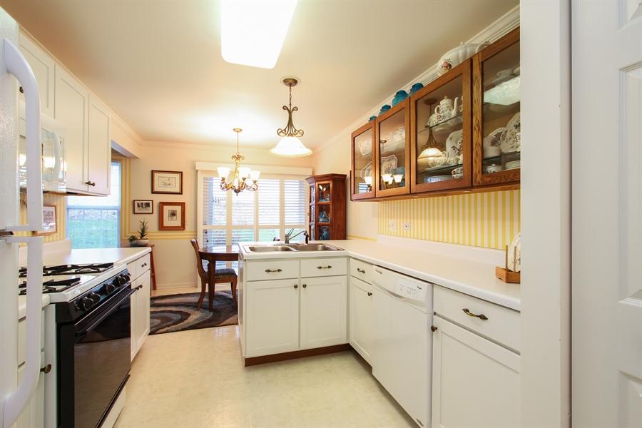 Real Estate Photography - 837 Blue Spruce Ct, Lindenhurst, IL, 60046 - Kitchen