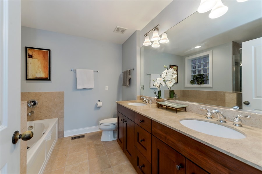 Real Estate Photography - 1502 N. Sedgwick, 5N, Chicago, IL, 60610 - Master Bathroom