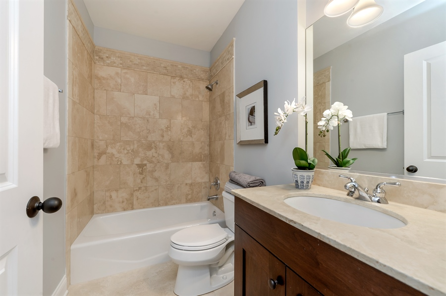 Real Estate Photography - 1502 N. Sedgwick, 5N, Chicago, IL, 60610 - 2nd Bathroom