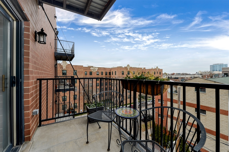 Real Estate Photography - 1502 N. Sedgwick, 5N, Chicago, IL, 60610 - Balcony