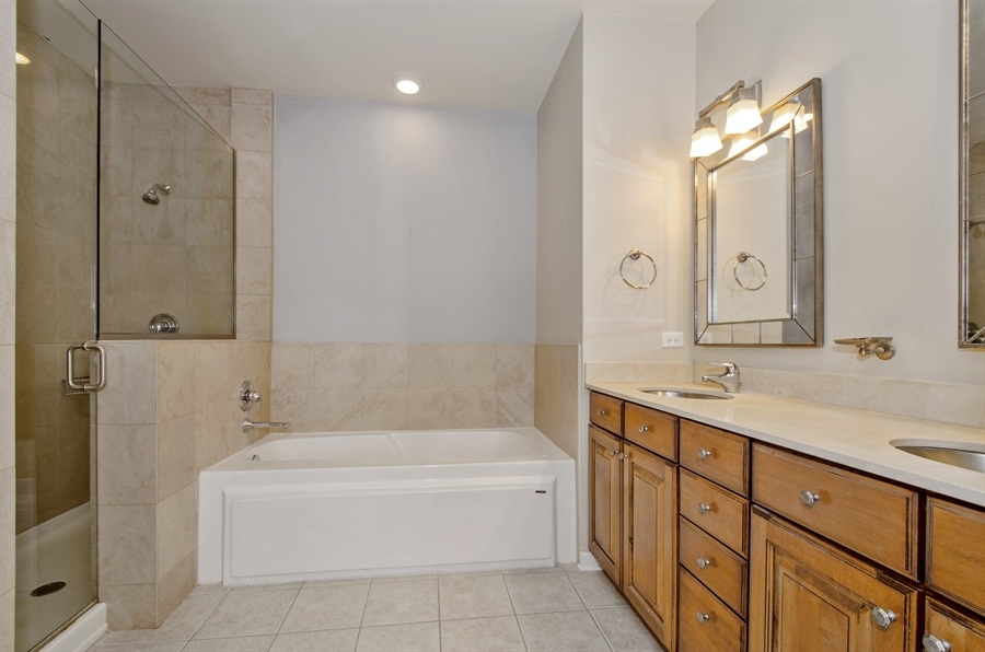 Real Estate Photography - 535 Chicago Ave, B, Evanston, IL, 60202 - Master Bathroom