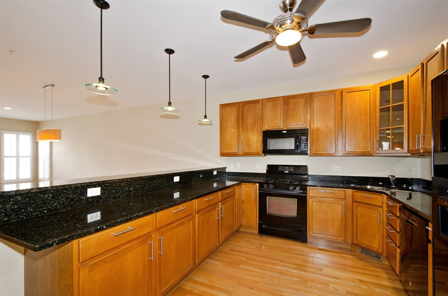 Real Estate Photography - 535 Chicago Ave, B, Evanston, IL, 60202 - Kitchen