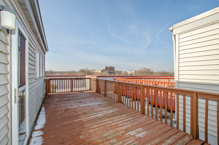 Real Estate Photography - 535 Chicago Ave, B, Evanston, IL, 60202 - Deck