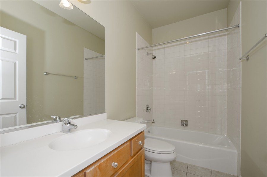 Real Estate Photography - 535 Chicago Ave, B, Evanston, IL, 60202 - 2nd Bathroom