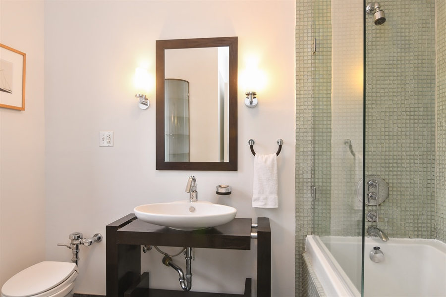 Real Estate Photography - 431 Oakdale, 14-D, Chicago, IL, 60657 - Master Bathroom