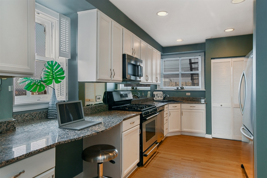 Real Estate Photography - 431 Oakdale, 14-D, Chicago, IL, 60657 - Kitchen