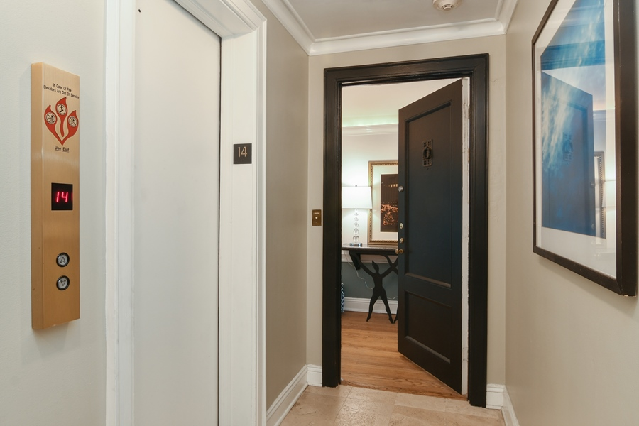Real Estate Photography - 431 Oakdale, 14-D, Chicago, IL, 60657 - Hallway