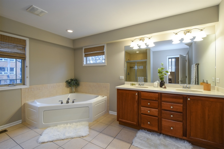 Real Estate Photography - 132 Finstad, Libertyville, IL, 60048 - Master Bathroom