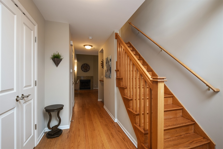 Real Estate Photography - 132 Finstad, Libertyville, IL, 60048 - Foyer