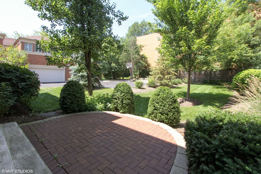 Real Estate Photography - 132 Finstad, Libertyville, IL, 60048 -