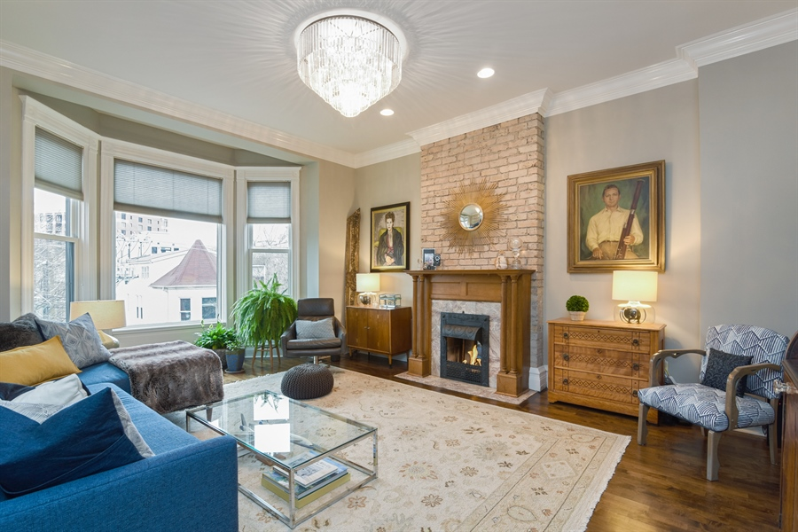 Real Estate Photography - 810 W Buckingham, 3W, Chicago, IL, 60657 - Living Room