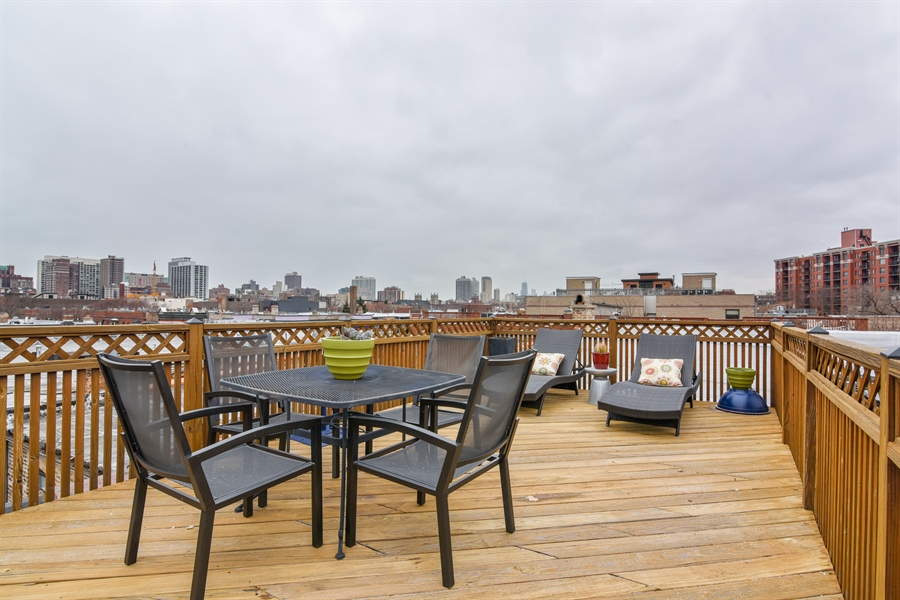Real Estate Photography - 810 W Buckingham, 3W, Chicago, IL, 60657 - Roof Deck