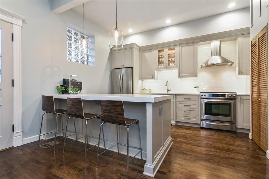Real Estate Photography - 810 W Buckingham, 3W, Chicago, IL, 60657 - Kitchen