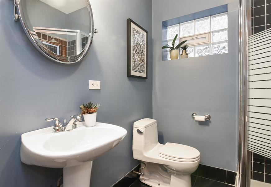 Real Estate Photography - 810 W Buckingham, 3W, Chicago, IL, 60657 - 2nd Bathroom