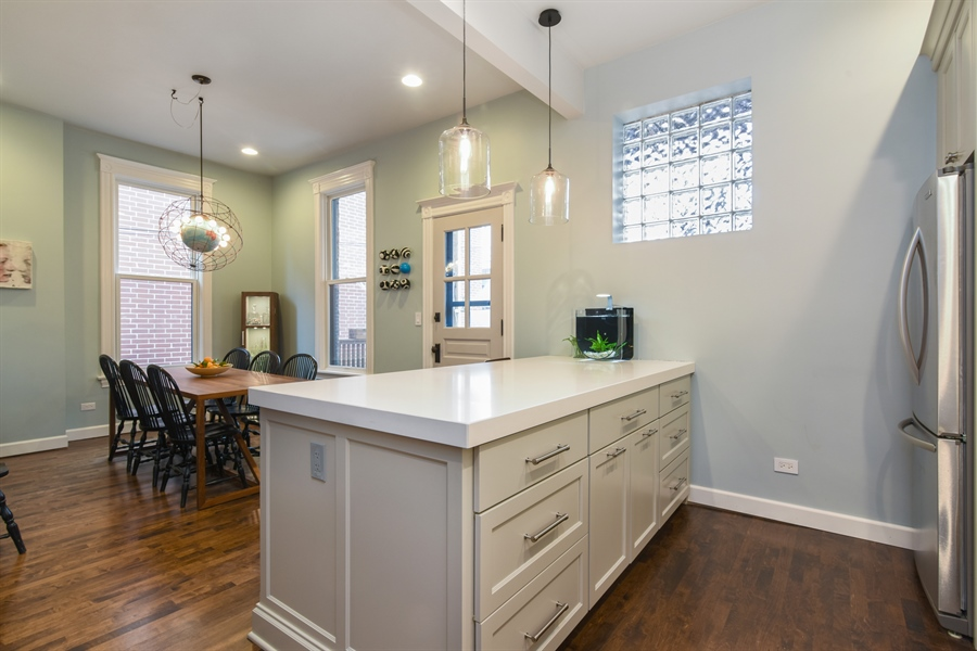 Real Estate Photography - 810 W Buckingham, 3W, Chicago, IL, 60657 - Kitchen / Dining Room