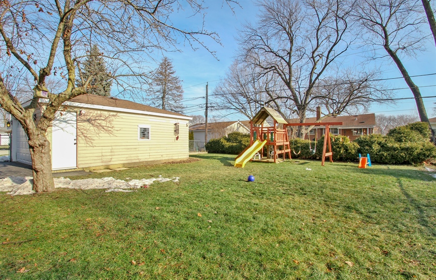 Real Estate Photography - 701 N Elmhurst Ave, Mount Prospect, IL, 60056 - Back Yard