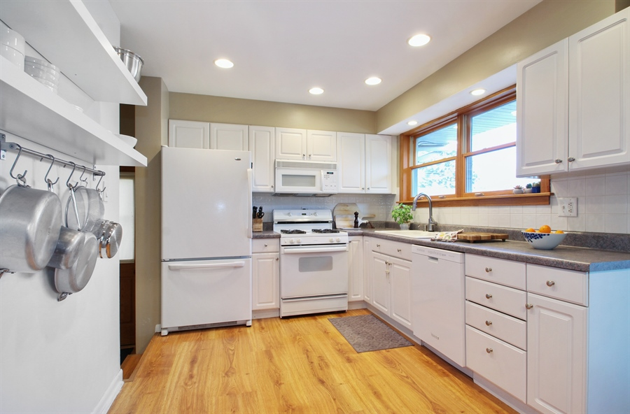 Real Estate Photography - 701 N Elmhurst Ave, Mount Prospect, IL, 60056 - Kitchen