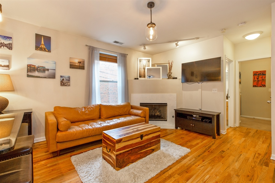 Real Estate Photography - 1636 W. Melrose St., 204, Chicago, IL, 60657 - Living Room