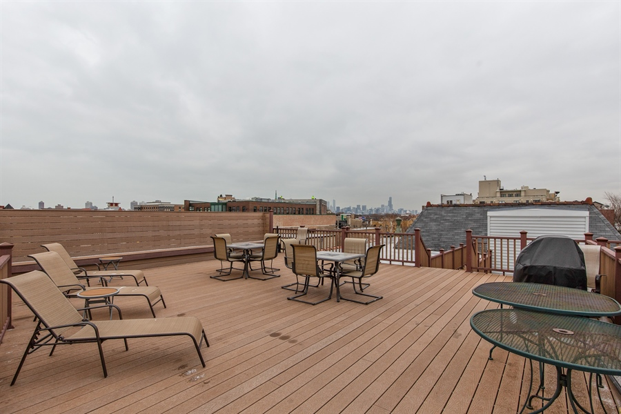 Real Estate Photography - 1636 W. Melrose St., 204, Chicago, IL, 60657 - Canal View