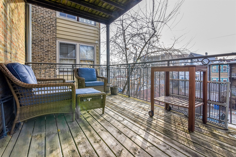 Real Estate Photography - 1625 W Catalpa Ave, 2, Chicago, IL, 60640 - Balcony