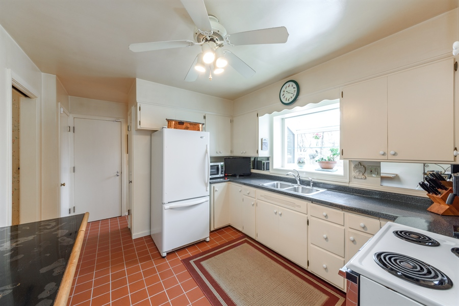 Real Estate Photography - 111 S Stratford, Arlington Heights, IL, 60004 - Kitchen