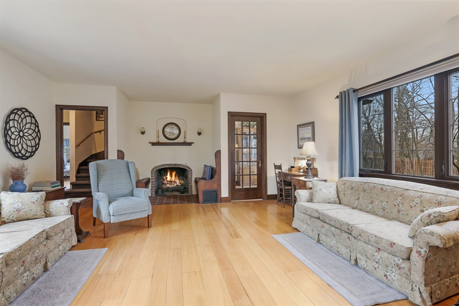 Real Estate Photography - 1925 Langley Ave, Saint Joseph, MI, 49085 - Living Room
