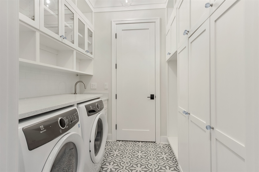 Real Estate Photography - 1530 W Wellington, Chicago, IL, 60657 - Laundry Room